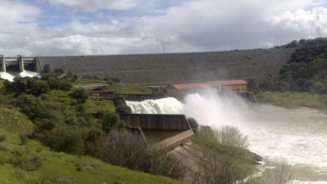Desembalse de agua en el pantano de San Rafael de Navallana la pasada semana