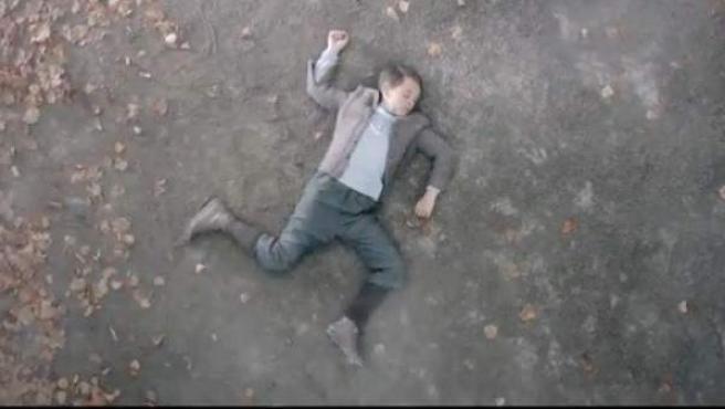 Un supuesto Hitler niño, muerto en un falso anuncio de Mercedes.