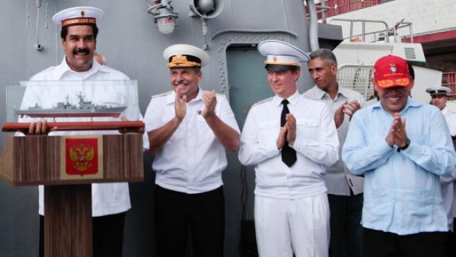 El presidente de Venezuela, Nicolás Maduro, durante su visita al buque militar de guerra Moskva en los muelles de La Guaira (Venezuela).