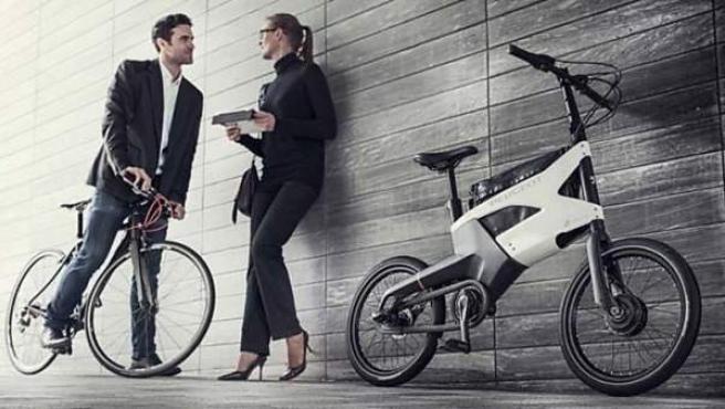 El cuadro de la bicicleta, realizado en aluminio, permite alojar la batería, una bolsa para el ordenador portátil y un sistema antirrobo plegable.