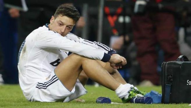 El alemán Mesut Özil, derrotado.