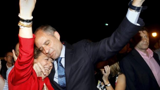 El presidente de Generalitat, Francisco Camps, y la alcaldesa de Valencia, Rita Barberá, celebran el 22-M.