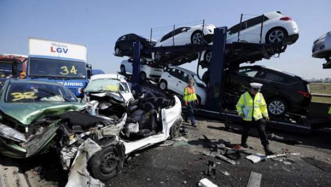 Decenas de personas resultaron hoy heridas leves en el accidente múltiple de 130 vehículos en un puente de una autopista del condado de Kent, sureste de Inglaterra.