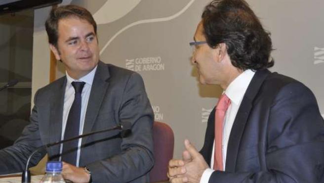 El portavoz del Gobierno, Roberto Bermúdez, y el consejero de Hacienda.