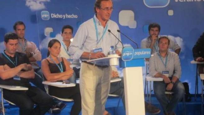 El portavoz del PP en el Congreso, Alfonso Alonso, en la Escuela de Verano.