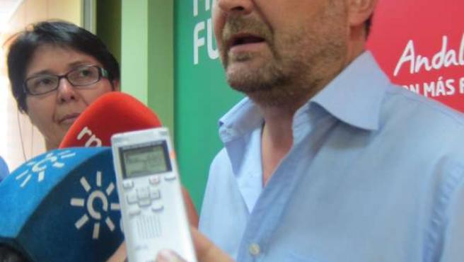 Antonio Maíllo, ante los medios