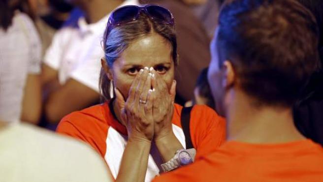 Una mujer muestra su decepción en la Puerta del Sol tras la no elección de Madrid como sede olímpica.