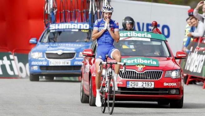 El ciclista francés Alexandre Geniez celebra su victoria en la decimoquinta etapa de la Vuelta a España, con final en Peyragudes.