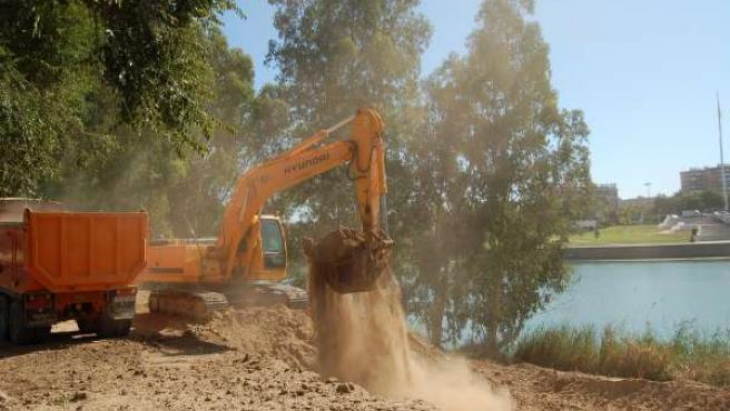 Obras de los nuevos accesos fluviales al Parque del Alamillo