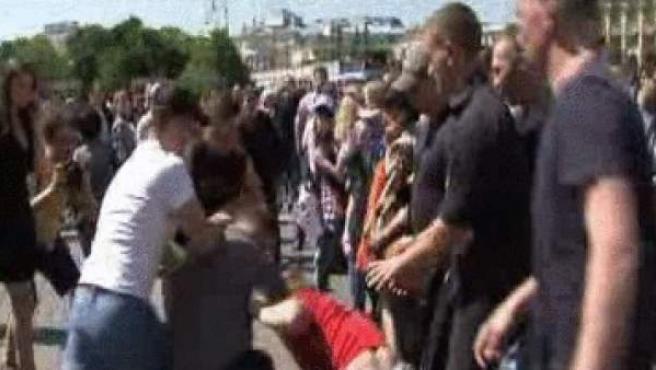 Imagen de los enfrentamientos en el intento de activistas homosexuales de celebrar un día del orgullo gay en Moscú (Rusia).