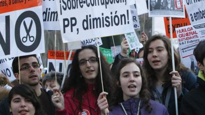 Estudiantes de secundaria marchan contra la reforma educativa aprobada por el Ministerio de Educación.