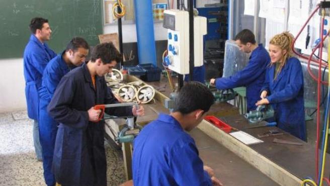 El desempleo afecta principalmente a jóvenes y parados de larga duración.