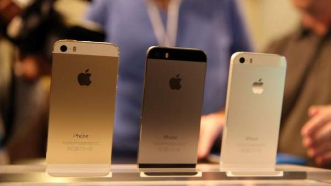 Vista de los nuevos modelos de Apple iPhone 5S.