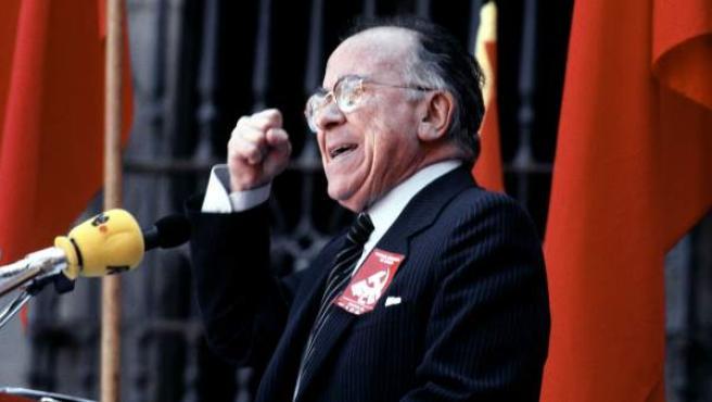 El comunista Santiago Carrillo durante un mitin electoral en 1991.