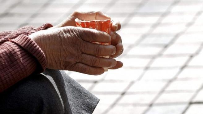 Imagen de un mendigo en la calle.