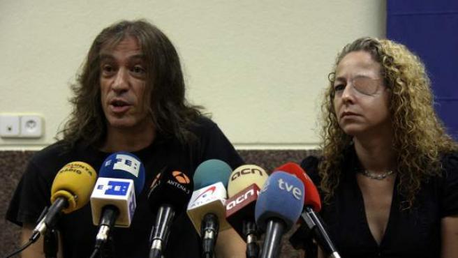 El cantante Gerard Quintana y Ester Quintana, que perdió un ojo durante la huelga general del 14-N.
