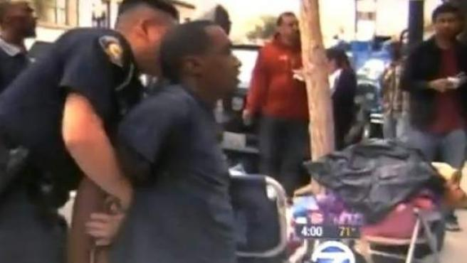 Detenido en Pasadena que esperaba ante la tienda de Apple que iba a vender los nuevos iPhone.