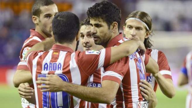 Los jugadores del Atlético de Madrid celebran uno de sus goles en Valladolid.
