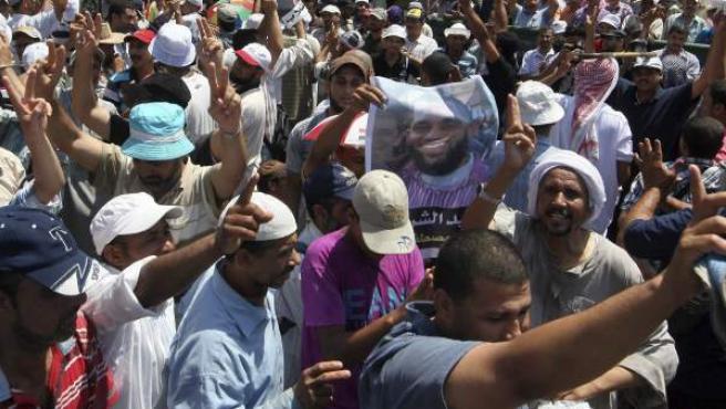 Protesta de los Hermanos Musulmanes contra la destitución de Morsi en Egipto.
