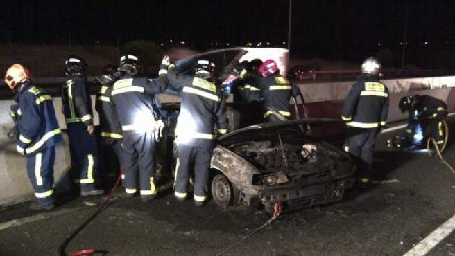Servicios de Emergencias atienden un accidente de tráfico en la M-40, Madrid.