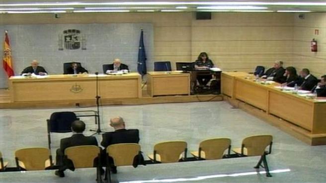 Imagen de televisión de la sala donde se celebra el juicio del 'caso Faisán', sobre el presunto chivatazo a ETA en 2006.