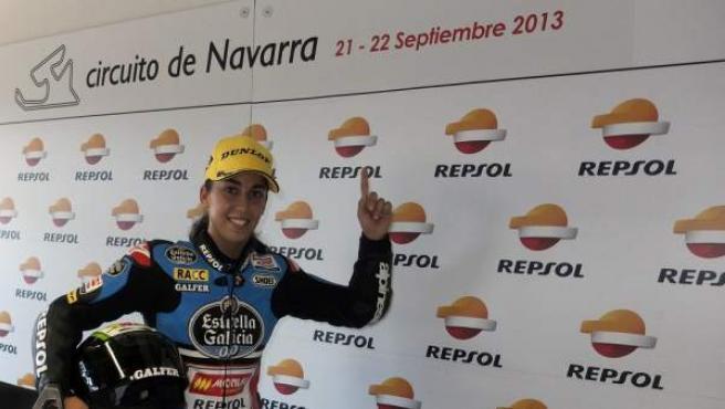 La toledana María Herrera, tras ganar en Navarra la prueba de la categoría Moto3 en el Campeonato de España de Velocidad (CEV) de 2013.