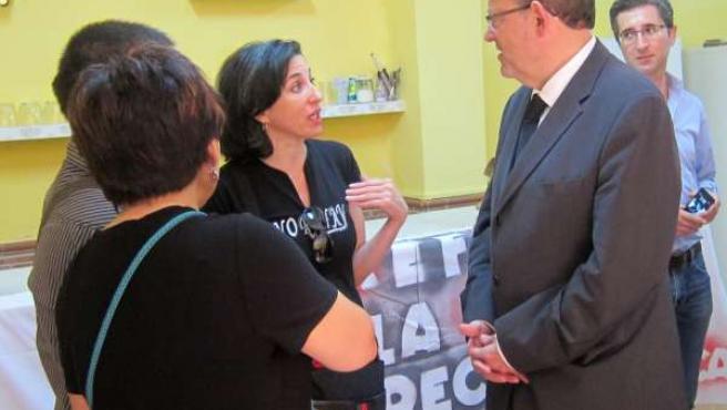 Ximo Puig con representantes de Ampas de Torrefiel