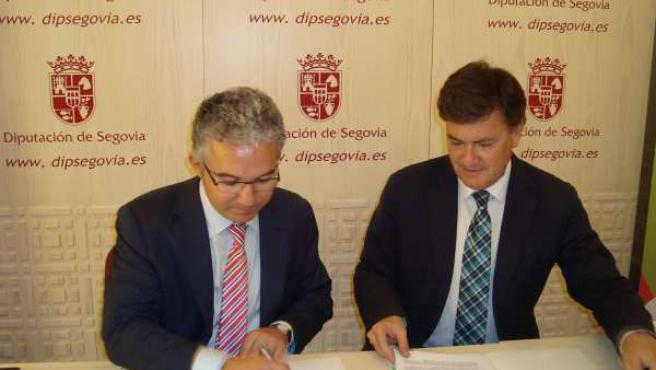 Vázquez (D) Y Palomo Firman El Convenio