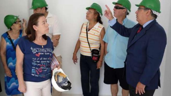Zoido visitando el edificio puente de Los Pajaritos