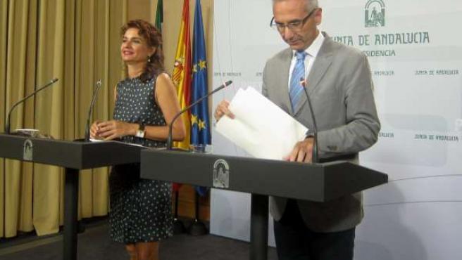 La consejera María Jesús Montero y el portavoz Miguel Ángel Vázquez