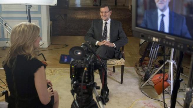 El presidente del Gobierno, Mariano Rajoy, concede una entrevista al canal de televisión Bloomberg.