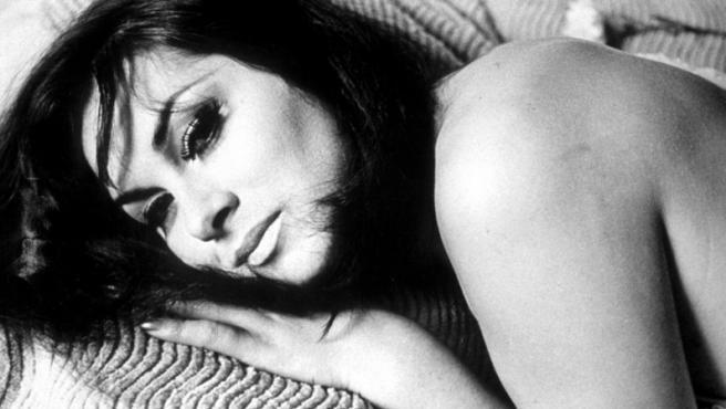 April Ashley en una foto como modelo en 1964