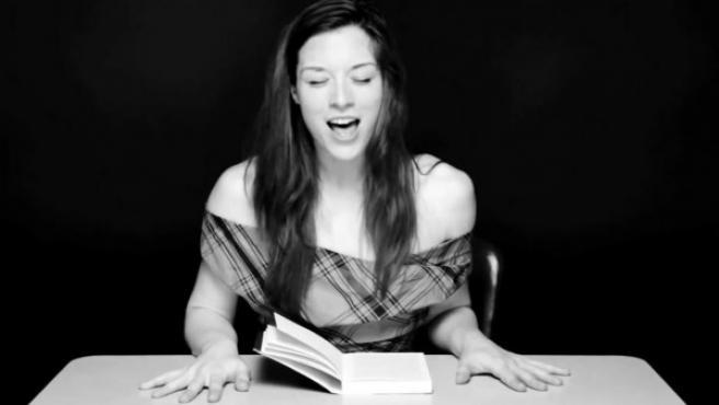 Stoya es incapaz de seguir leyendo