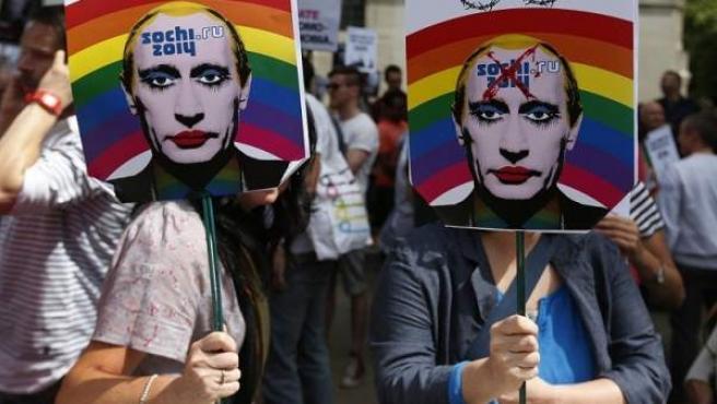 Activistas en favor de los derechos de los homosexuales en Rusia.