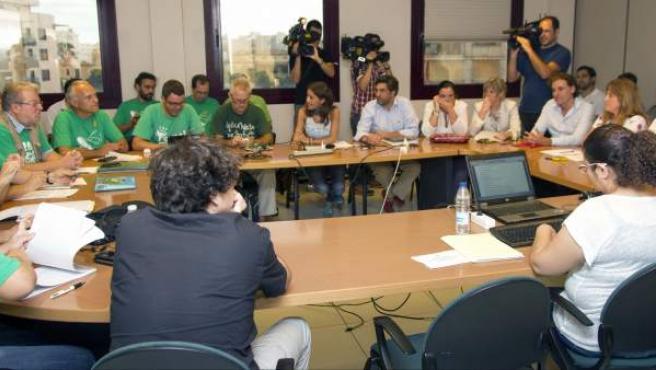 Vista de una reunión mantenida entre la consejería de Educación balear y los representantes de los sindicatos de enseñanza y de la asamblea de docentes.