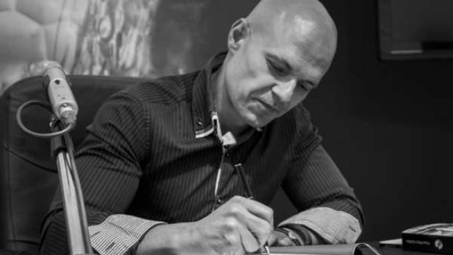 El escritor vallisoletano César Pérez Gellida