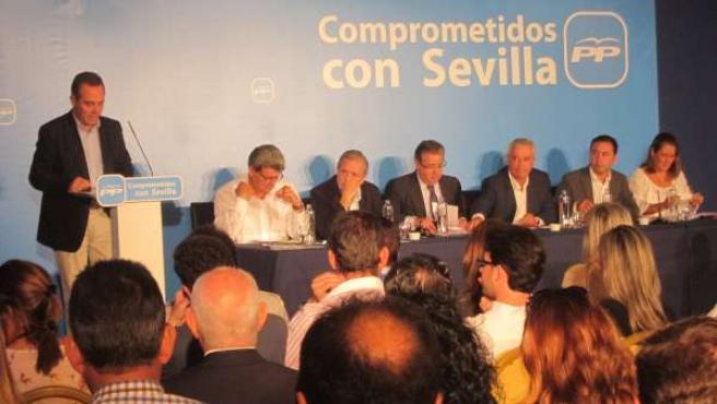 El presidente del PP de Sevilla, Juan Bueno