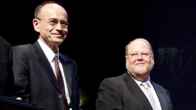 Fotografía de archivo tomada el 7 de septiembre de 2010 del Südhof (izda.) y Rothman (dcha) durante la ceremonia de entrega de los premios KAvli en Oslo.