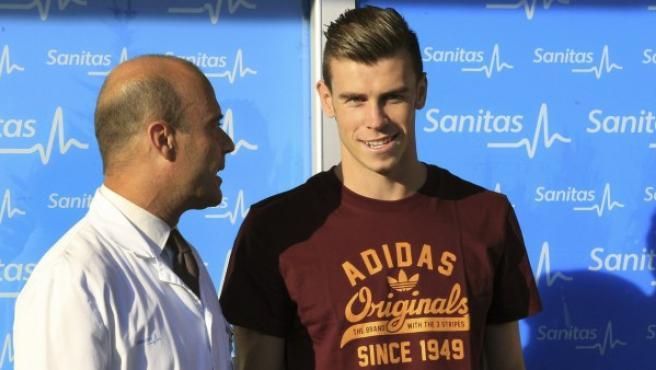 Gareth Bale, pasando el reconocimiento médico.