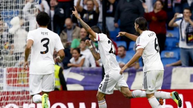Pepe y Khedira celebran un gol de Di María.