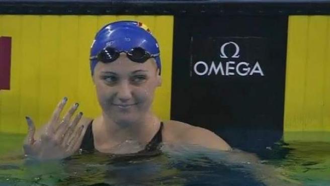 La nadadora balear Melani Costa celebra su victoria en los 400 metros libres de la Copa del Mundo de Doha.