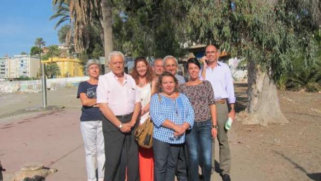 Zorrilla y García Sempere en los Baños del Carmen, junto con los vecinos