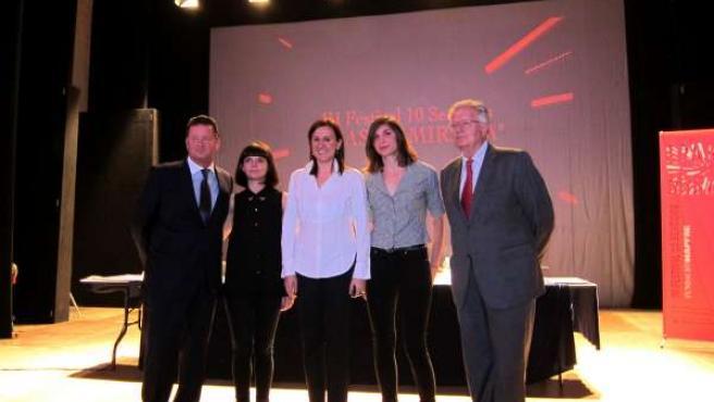 Català posa con Garín y los responsables del Festival 10 Sentidos.