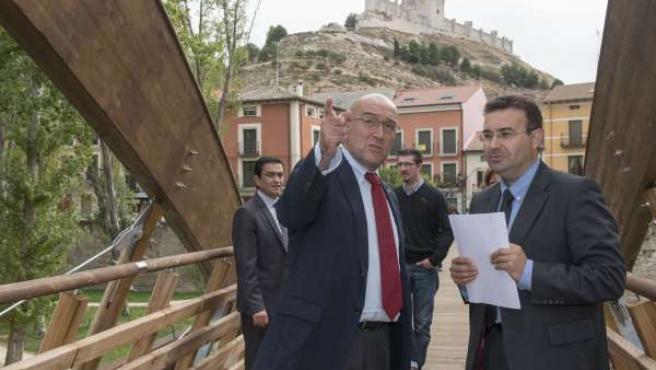 Carnero (I) y el alcalde de Peñafiel (D)