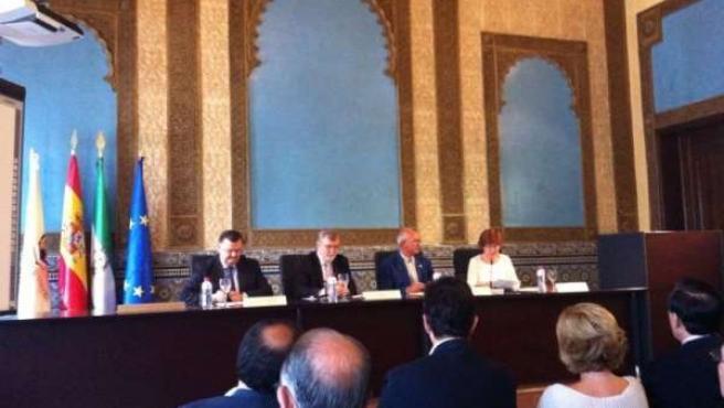 Firma del acuerdo entre la UCO y Ecovalia en el Rectorado