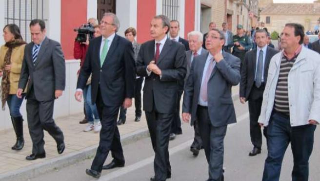 Rodríguez Zapatero junto autoridades en Villalar
