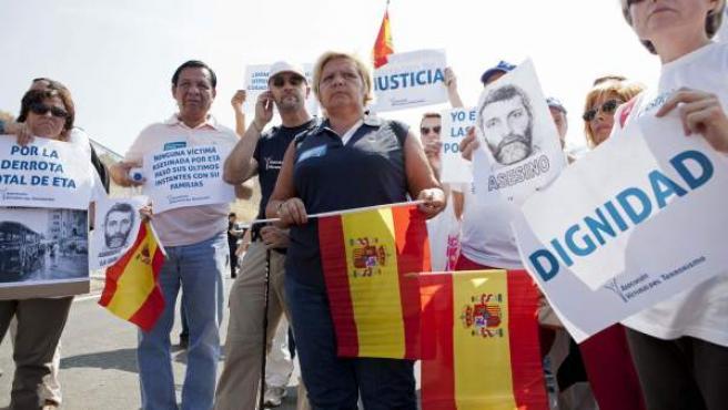 """La presidenta de la AVT, Angeles Pedraza (4i), durante su participación este sábado en la segunda """"Marcha por la Justicia"""", convocada por la asociación que dirige."""