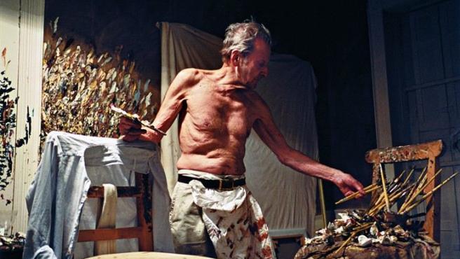 'Trabajando de noche' (2005), una de las fotos de Lucian Freud en su estudio expuestas en el Museo Sigmund Freud de Viena