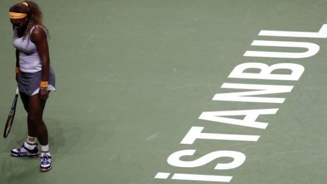 Serena Williams, durante su primer compromiso en la Copa Masters de Estambul 2013 frente a la alemana Angelique Kerber.