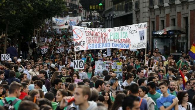 Miles de estudiantes durante su participación en la manifestación de Madrid en defensa de la Educación pública.